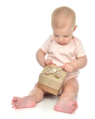 Des idées de cadeaux naissance pour maman et bébé